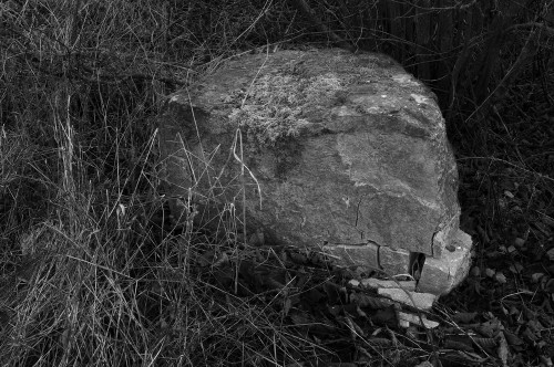 …une pierre…